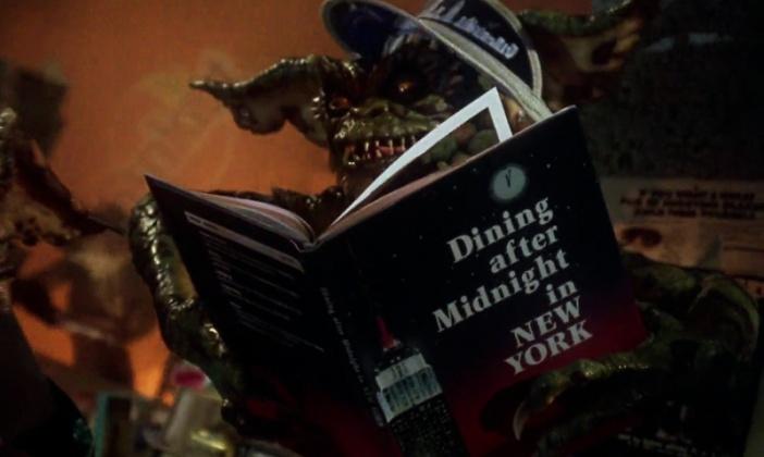 Gremlins leyendo